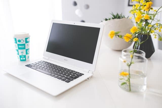 Odkurzanie laptopa – dlaczego lepiej nie robić tego na własną rękę?