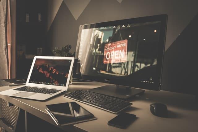 Komputer stacjonarny vs laptop - wady i zalety