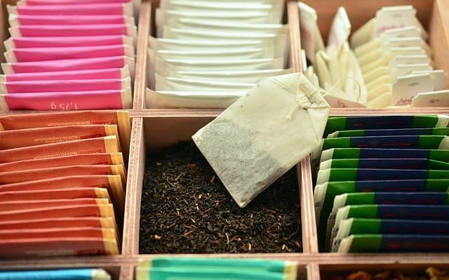Herbata, sypana czy w saszetkach – którą kupić?